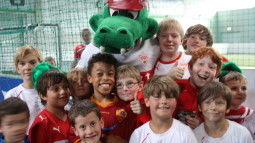 /?proxy=REDAKTION/Verein/Fussballschule/News/2011/Fussballschule_2011_2_255x143.JPG