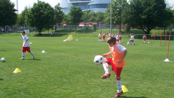 /?proxy=REDAKTION/Verein/Fussballschule/Angebote/Foerdertrainings/Foto_gross_FT1_Bild1_606x343.JPG