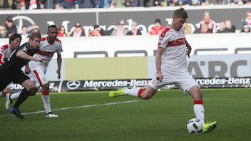 Brachte den VfB per Elfmeter in Führung: Simon Terodde
